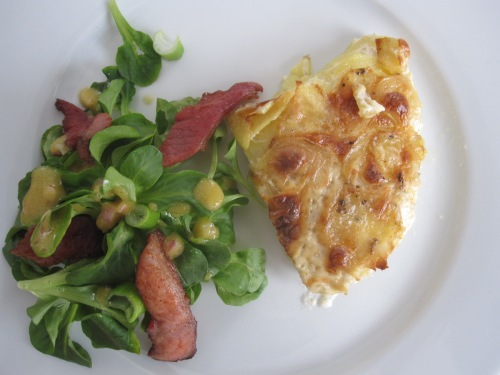 Gratin dauphinois et salade de mâche